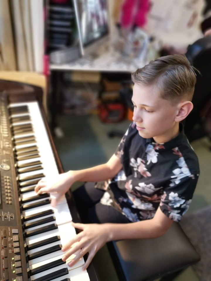 freddie playing more piano julie donalds music school